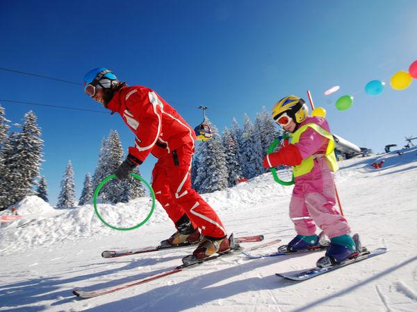 Skilehrer beim Unterricht im Kinderland Grüsch Danusa
