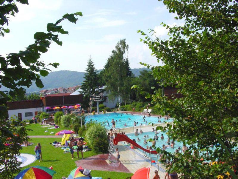 Blick auf das Freibad Haibach in der Urlaubsregion St. Englmar Bayerischer Wald