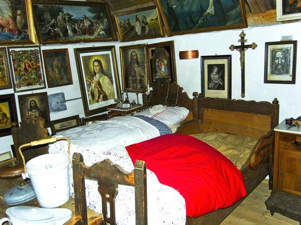 Schlafkammer aus früheren Zeiten im Hofbergmuseum bei der Burgruine Haibach