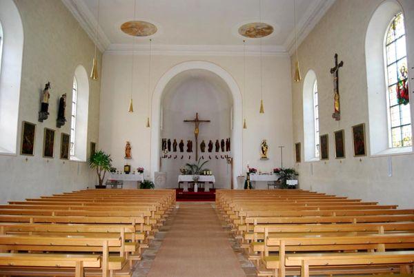 Blick zum Altar der Pfarrkirche in Elisabethszell