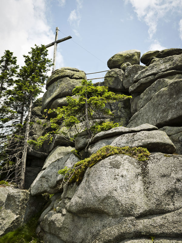 Hochsteinfelsen mit Gipfelkreuz