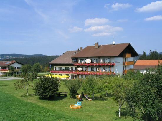 Blick auf das Hotel HAUS MÄRCHENWALD in Bischofsreut bei Haimühle