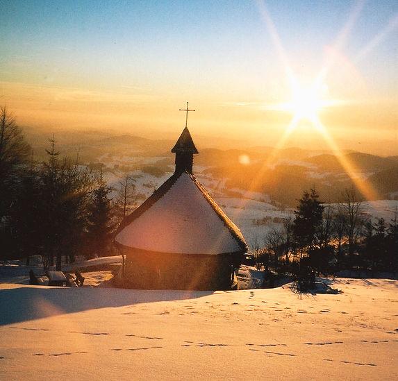 Abenddämmerung bei der Kapelle in Obergrainet