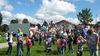 Kinderspaß beim Luftballon-Wettbewerb beim Volksfest in Bischofsreut