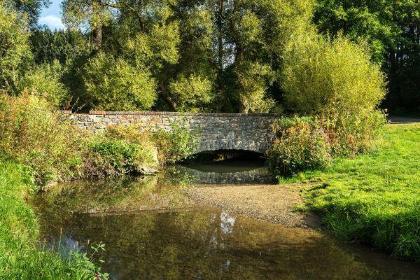 Die historische Brücke über die junge Ennepe