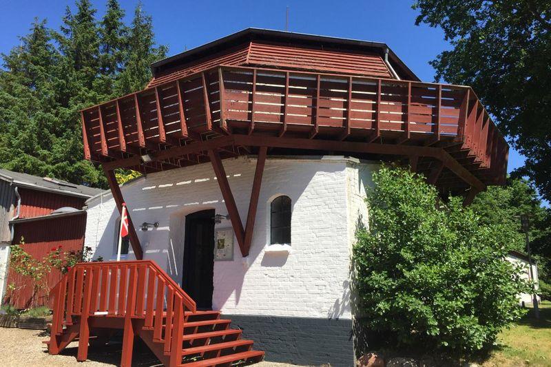 Die Reste der Holländermühle auf dem Mikkelberg