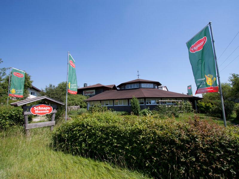 Blick auf das erste Bayerische Schnaps-Museum in Hauzenberg im Bayerischen Wald