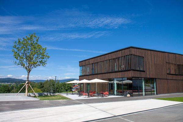 Die Brasserie Schrot und Spelzen mit Terrasse sowie einer Kaffeerösterei