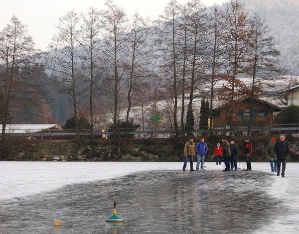 Eisstockschießen auf dem Freudensee bei Hauzenberg