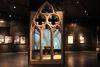 Kunstvoll und filigran: das gotische Maßwerk aus Granit.