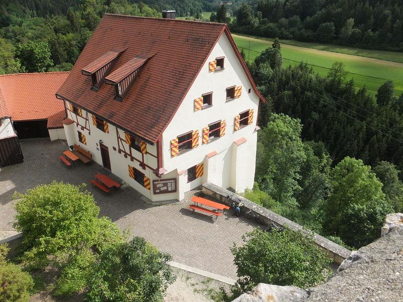Wanderheim Burg Derneck mit Burgschänke - Bild 1