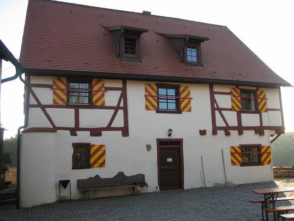 Wanderheim Burg Derneck mit Burgschänke