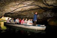 Kahnfahrt in die Höhle