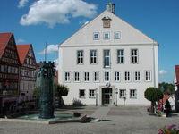 Rathaus und Rathausbrunnen in Hechingen