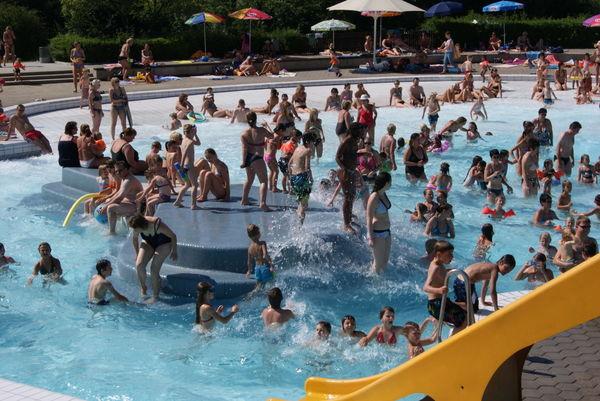 Badespaß für Kinder im Wellen-Freibad in Hengersberg
