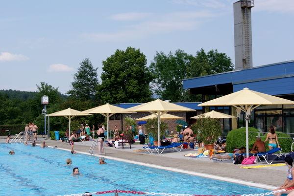Entspannung im Wellen-Freibad in Hengersberg