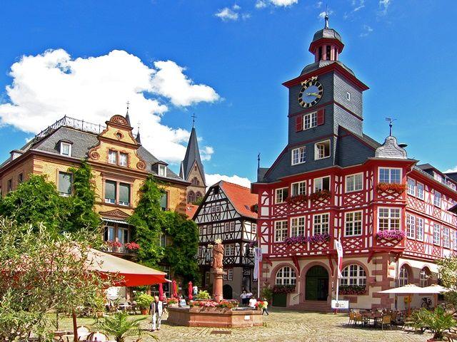 Auf dem großen Marktplatz befindet sich auch die Tourismus-Information der Kreisstadt Heppenheim