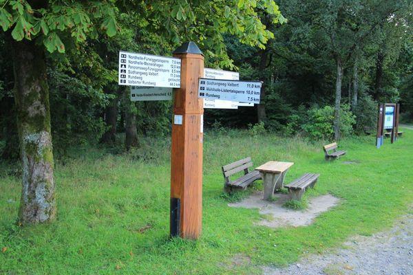 Wegekreuz der SGV am Rastplatz