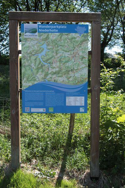 Informationstafel am Wanderparkplatz Niederholte