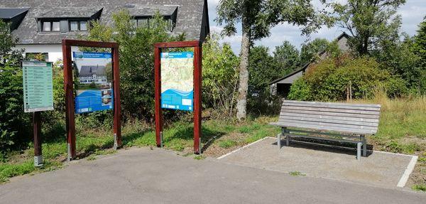 Rastmöglichkeit am Wanderparkplatz Wellin