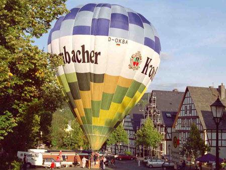 Ballon auf dem Hilchenbacher Marktplatz