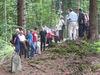 Exkursionsgruppe am Grenzstein