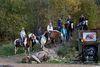 Eine Reitergruppe auf dem Übungsgelände