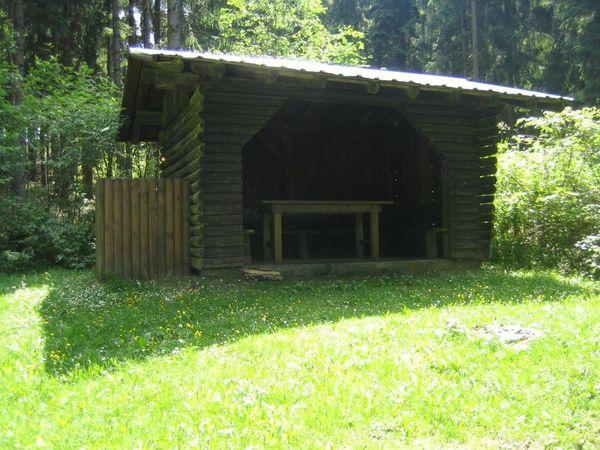 Die Schutzhütte lädt zur Pause ein.