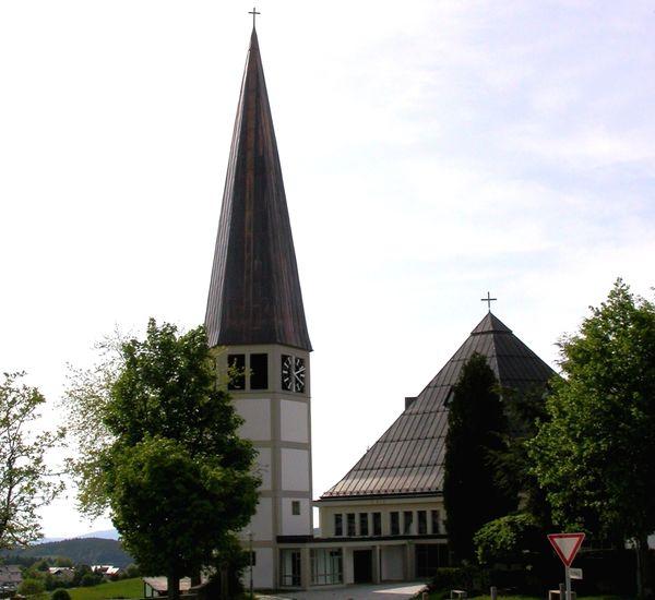 Blick auf die Pfarrkirche in Hinterschmiding im Nationalpark-FerienLand Bayerischer Wald