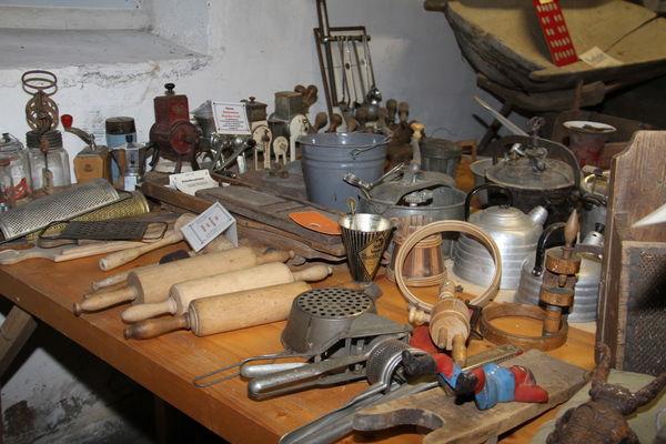 Küchenutensilien im Heimatmuseum Hörgertshausen