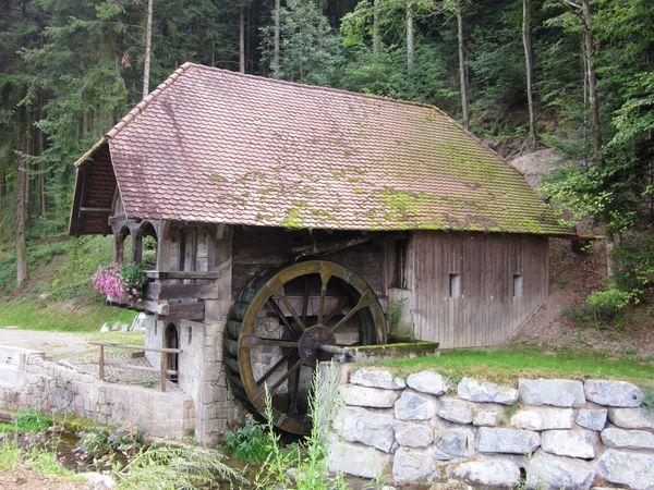 Diese typische Schwarzwälder Mühle befindet sich in Hofstetten