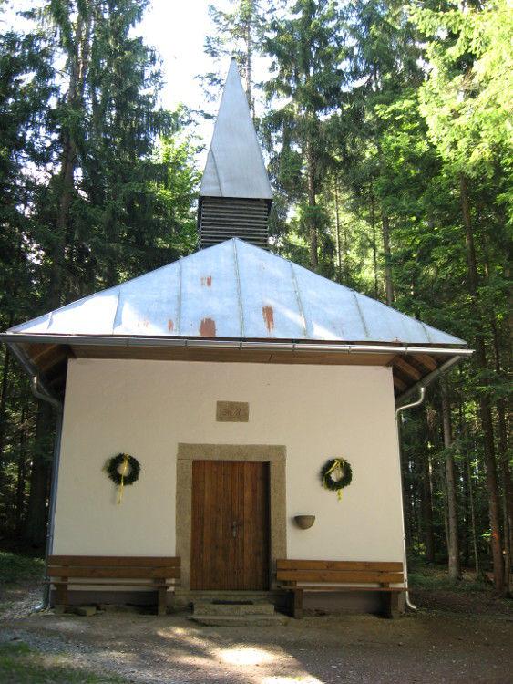 Blick auf die Ameiskapelle bei Schönbrunnerhäuser AUF DER LACKE