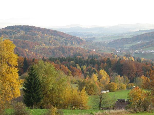 Herbstlicher Ausblick von der Aussichtsplattform in Saulorn