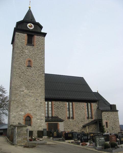Blick auf den Friedhof und die Pfarrkirche in Schönbrunn a. Lusen