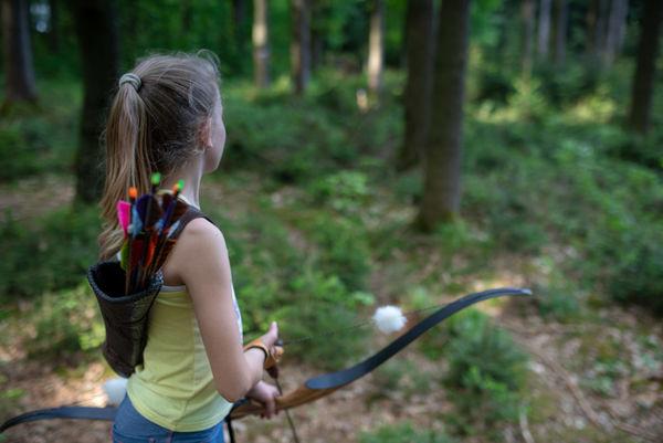 Schützin vor dem Bogenschuss im Bogenpark Hohenkammer