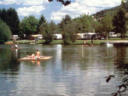 Bade- und Freizeitsee beim Campingplatz Hohenwarth