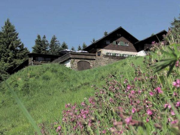 Herrliche Aussicht von der Kötztinger Hütte am Bergkamm-Kaitersberg