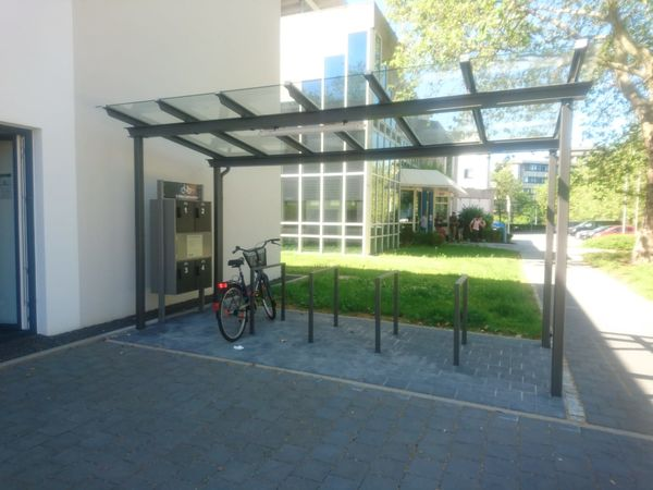 E-Bike-Ladestation vor der Tourist Information Homburg