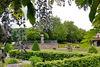 Blick über den Barockgarten zum Pentagondodekaeder im Römermusem Homburg Schwarzenacker