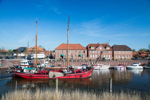 Alter Hafen und Packhäuser in Hooksiel