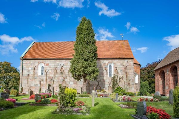 Kirche zum Heiligen Kreuz in Pakens