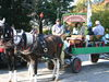 Romantische Pferdewagen-Fahrt beim Kirchweihfest in Hunderdorf