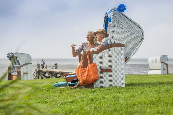 Paar im Strandkorb am Dockkoog