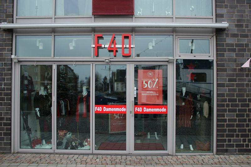 F40 Damenmodegeschäft