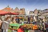 Husumer Wochenmarkt: Buntes Treiben auf dem Marktplatz
