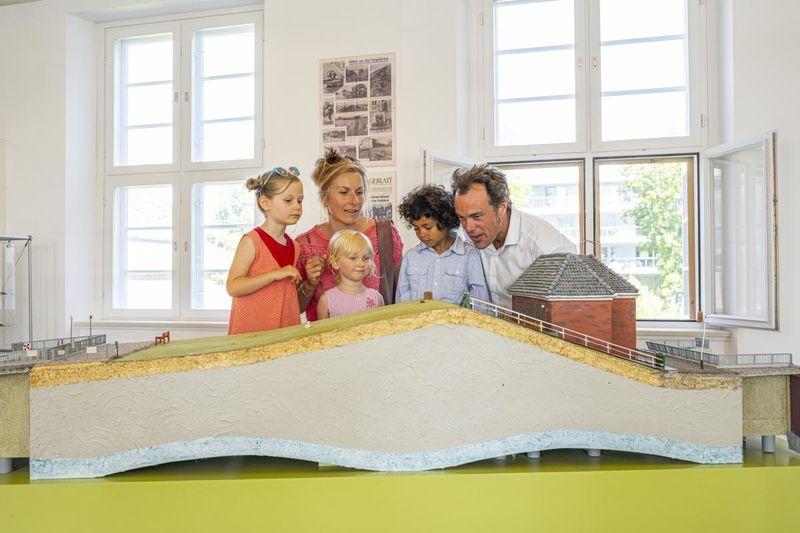 Deichbau verständlich gemacht für Kinder und Erwachsene im Nordfriesland Museum.Nissenhaus