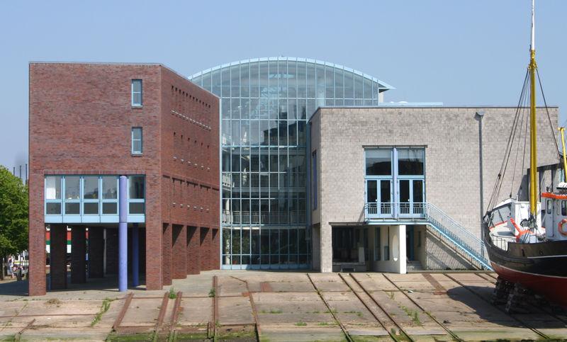 Das Husumer Rathaus auf dem ehemaligen Gelände der Husumer Schiffswerft