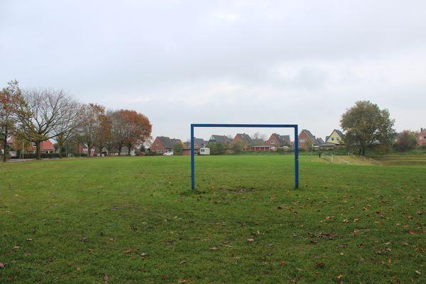 Spielplatz Kuhgräsung -  mit viel Platz zum Fussball spielen