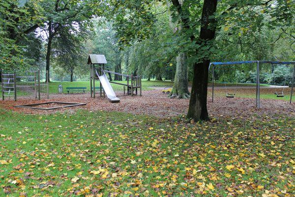Spielplatz Schlosspark, Rutsche
