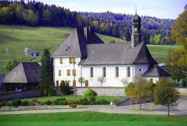 Ibacher Pfarrkirche mit angebautem Wohnturm aus dem 13. Jh.